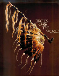 CIRCLES OF THE WORLD. Traditional Arts of the Plains Indians. R. Conn.